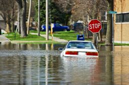 How to Not Die From Rising Floodwaters in Your Car